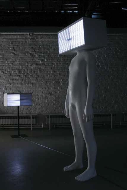 Igor Ruf – One of a Kind and Five Others, 2010, kombinovaná technika (postava, 253 x 82 x 45 cm, bedna, 41 x 82 x 44 cm)