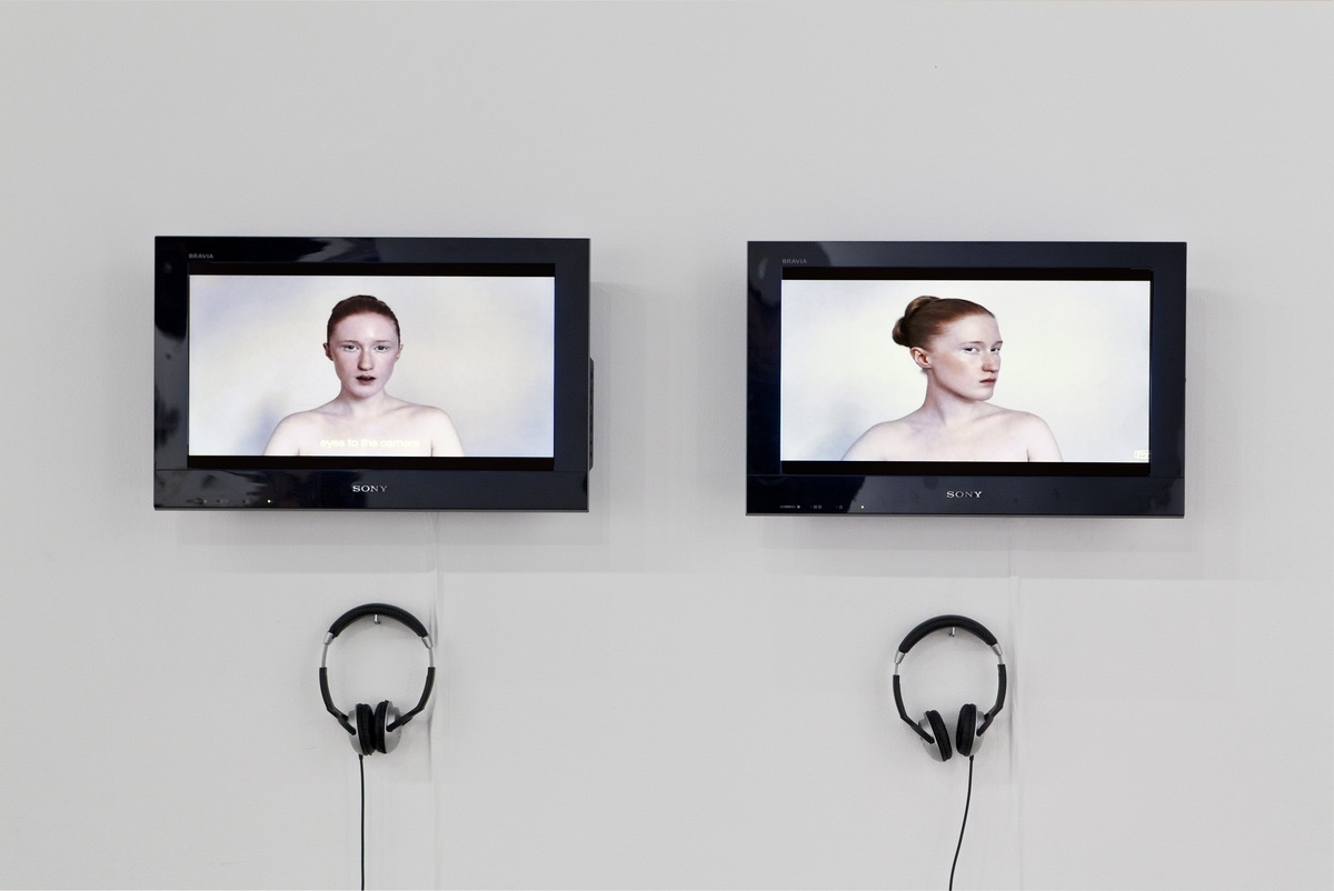 Britta Thie – Shooting, 2009, 2 channel video