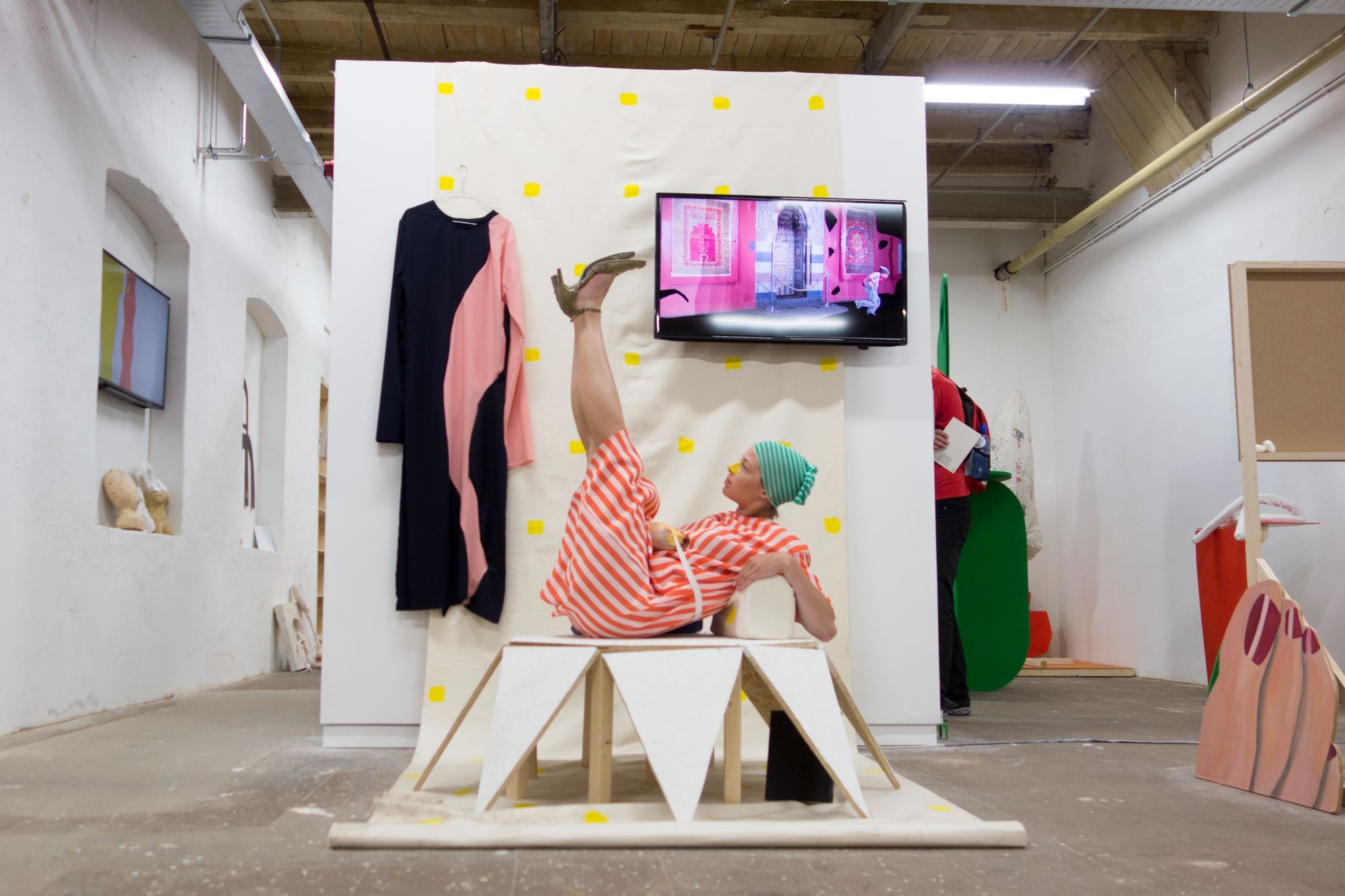 Caz Egelie – I've seen this face before, 2017, dance performance and costume