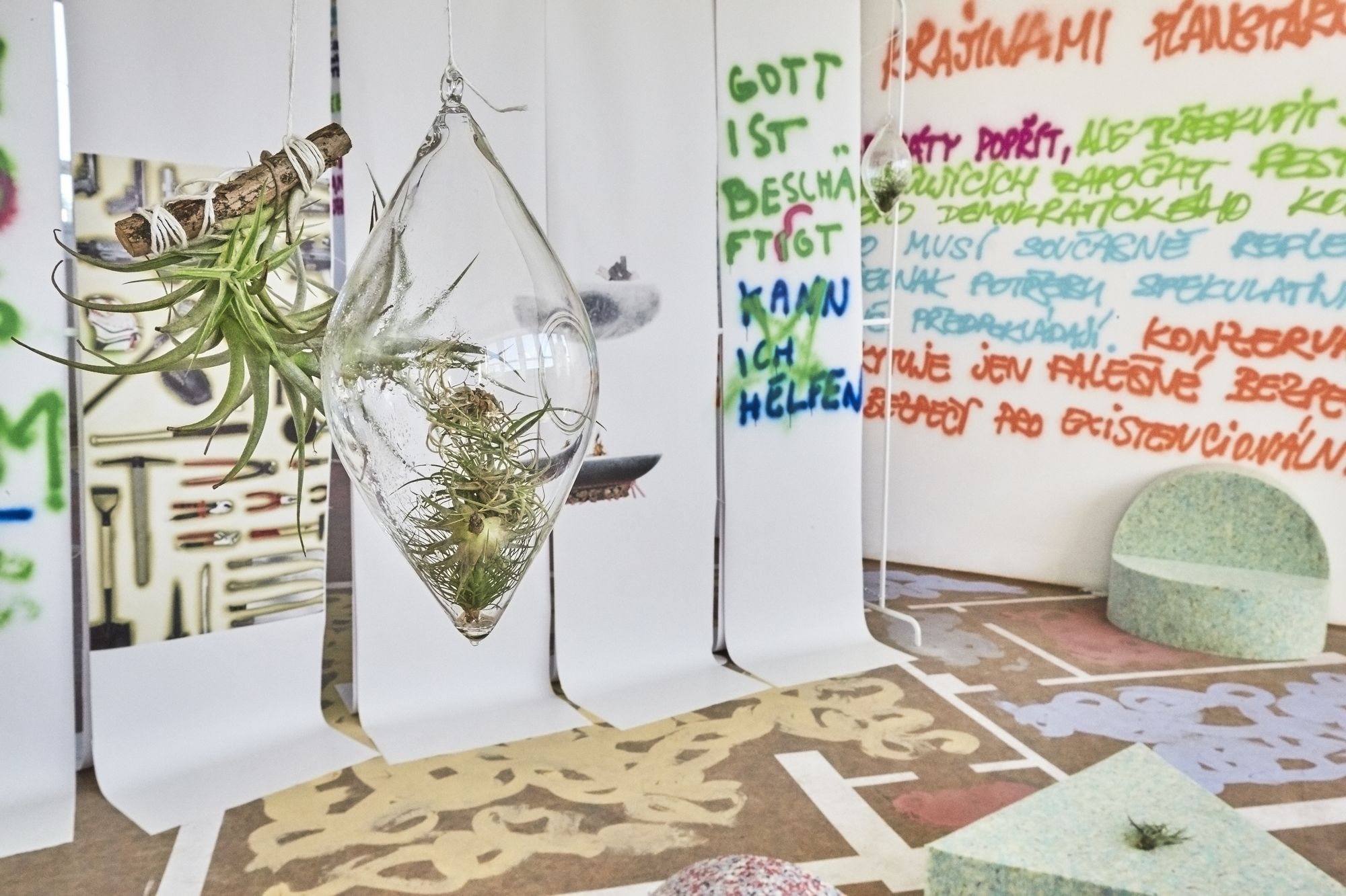 Martina Růžičková – Polyamory Design Unit, 2017, mixed media installation, photo by Yozhi Yazooma